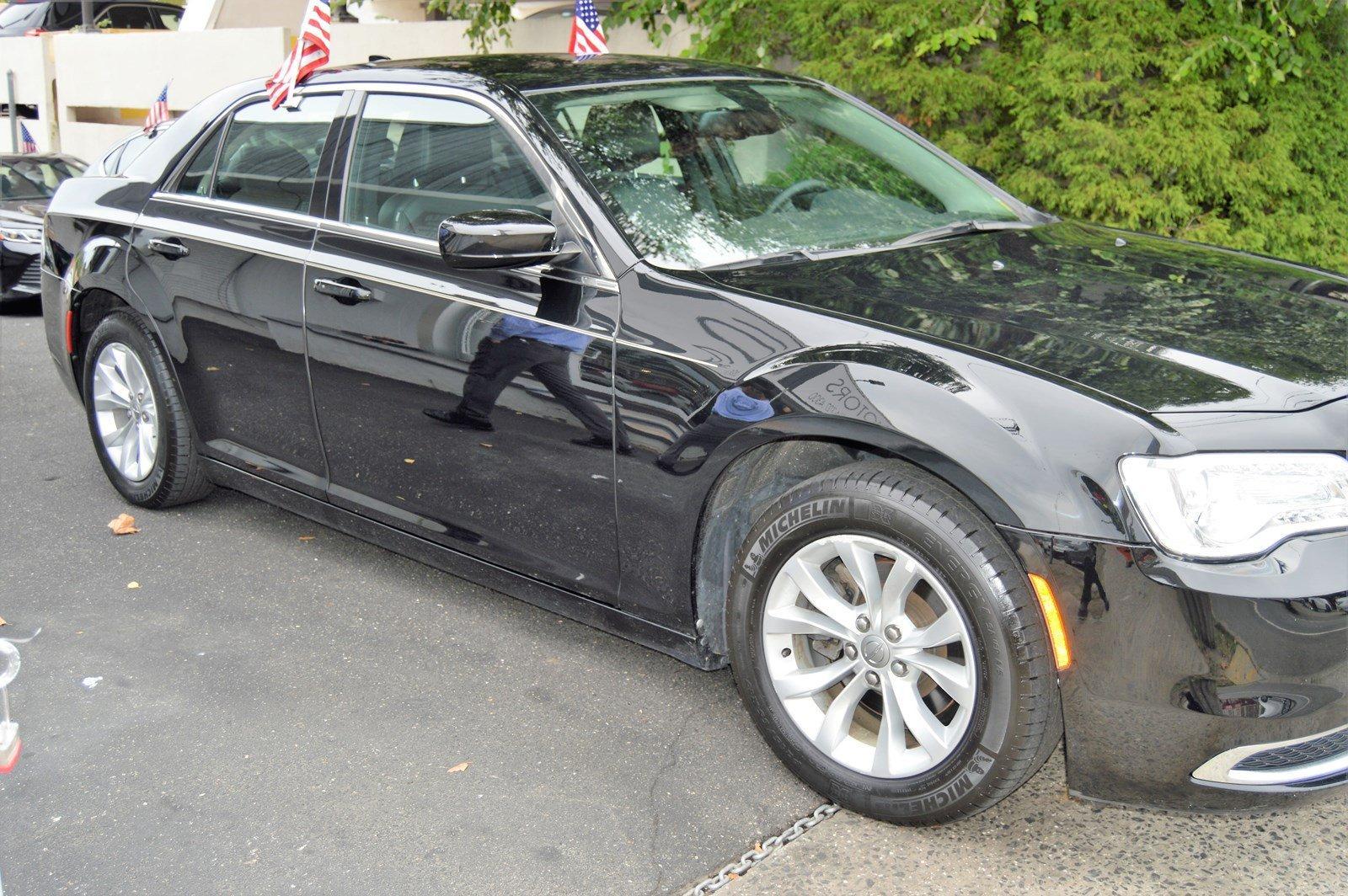 Used-2015-Chrysler-300-Limited