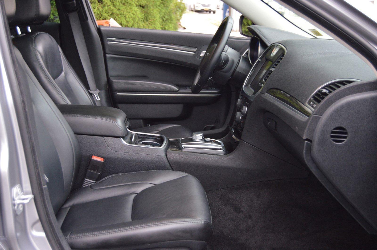 Used-2016-Chrysler-300-Anniversary-Edition
