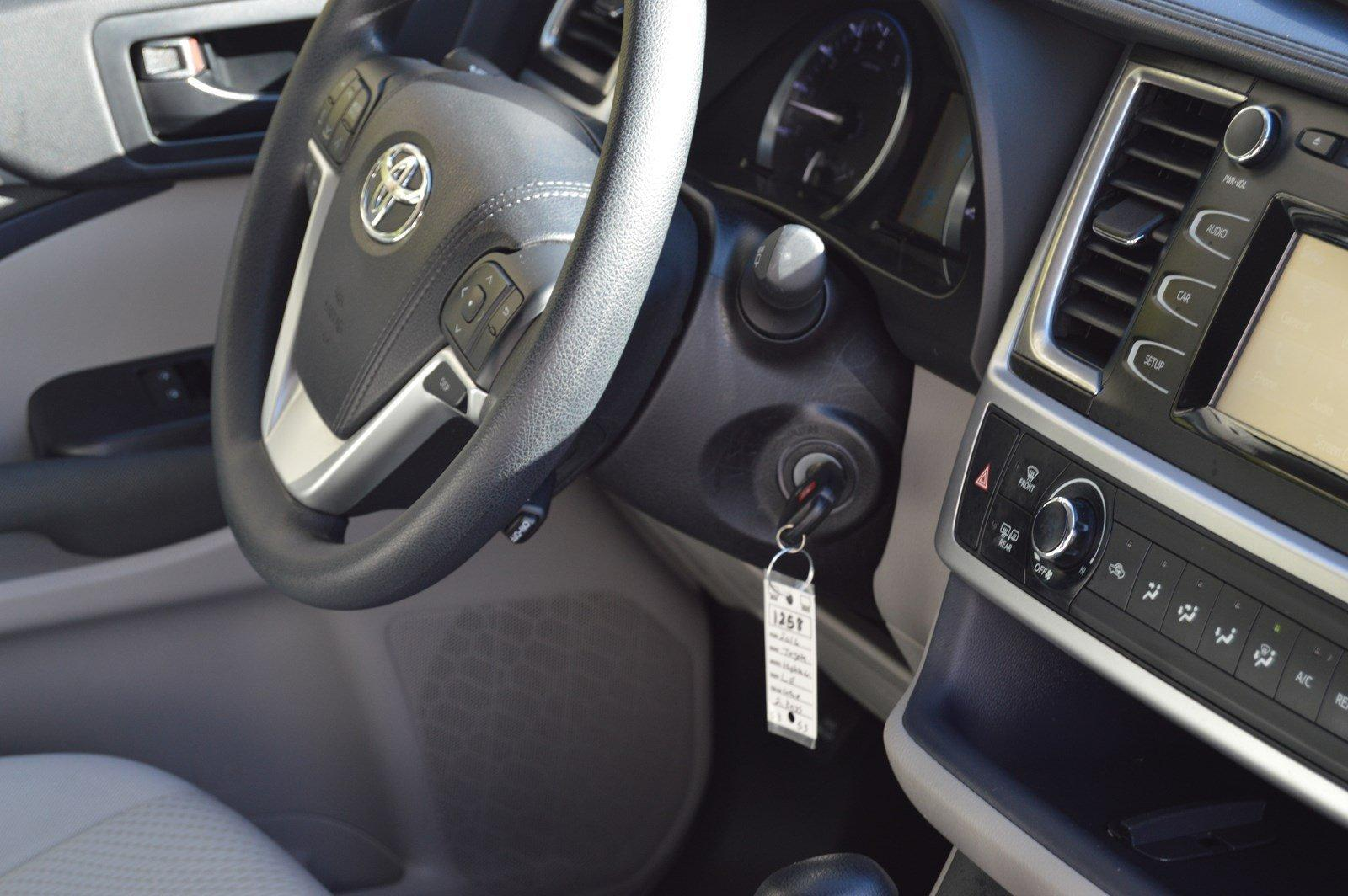 Used-2016-Toyota-Highlander-LE