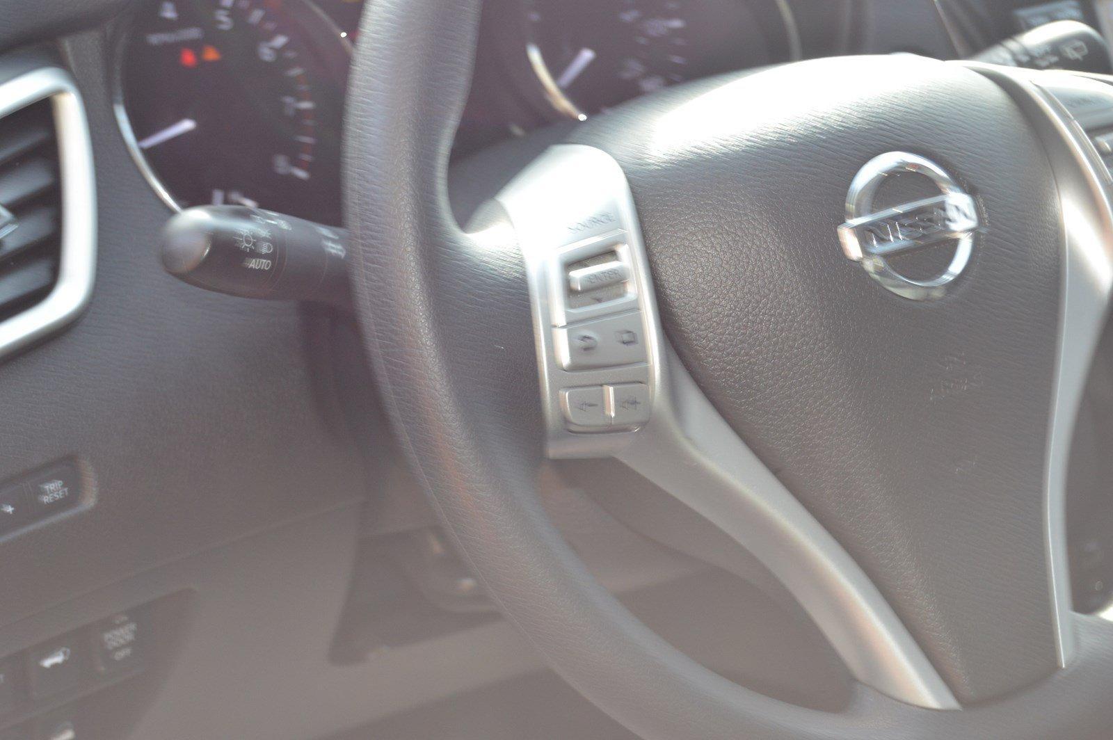Used-2016-Nissan-Rogue-SV