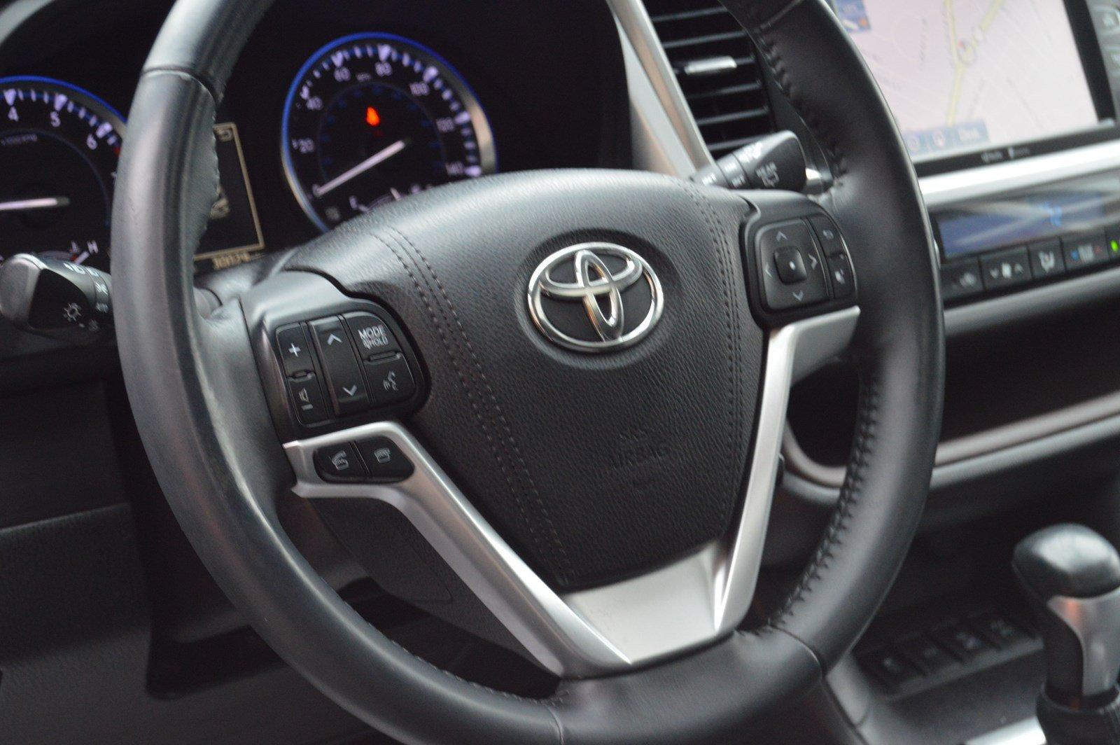 Used-2015-Toyota-Highlander-XLE-(Navi/Leather/Sunroof)