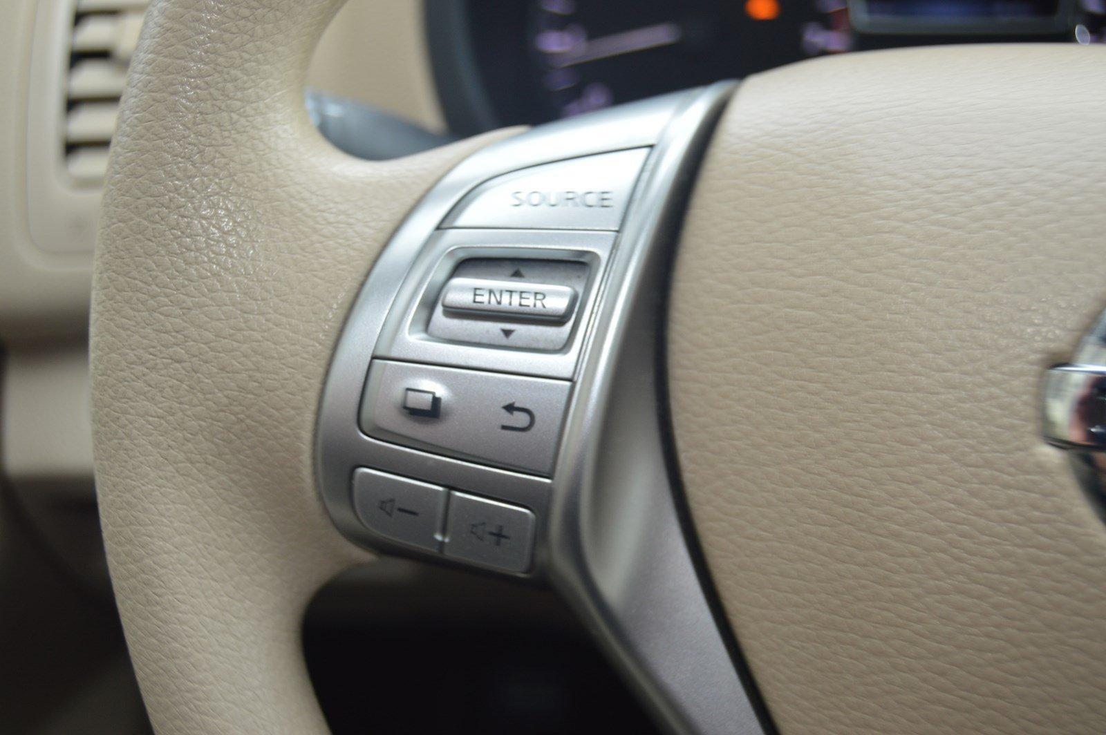 Used-2016-Nissan-Altima-25
