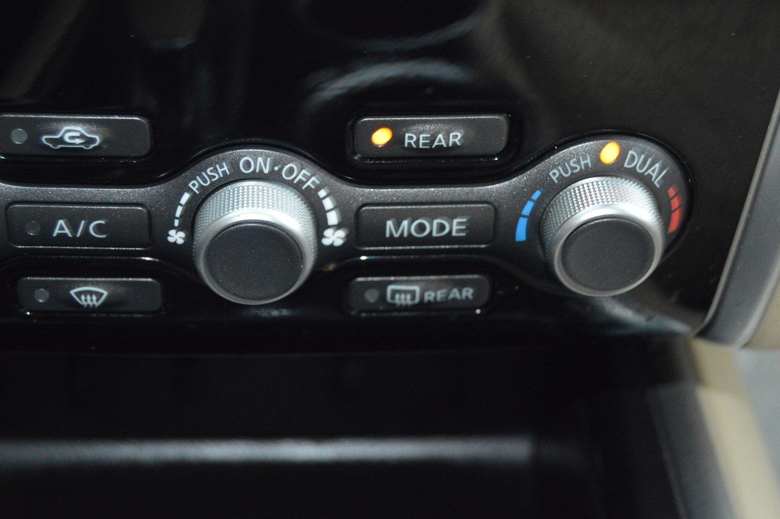 Used-2015-Nissan-Pathfinder-SV