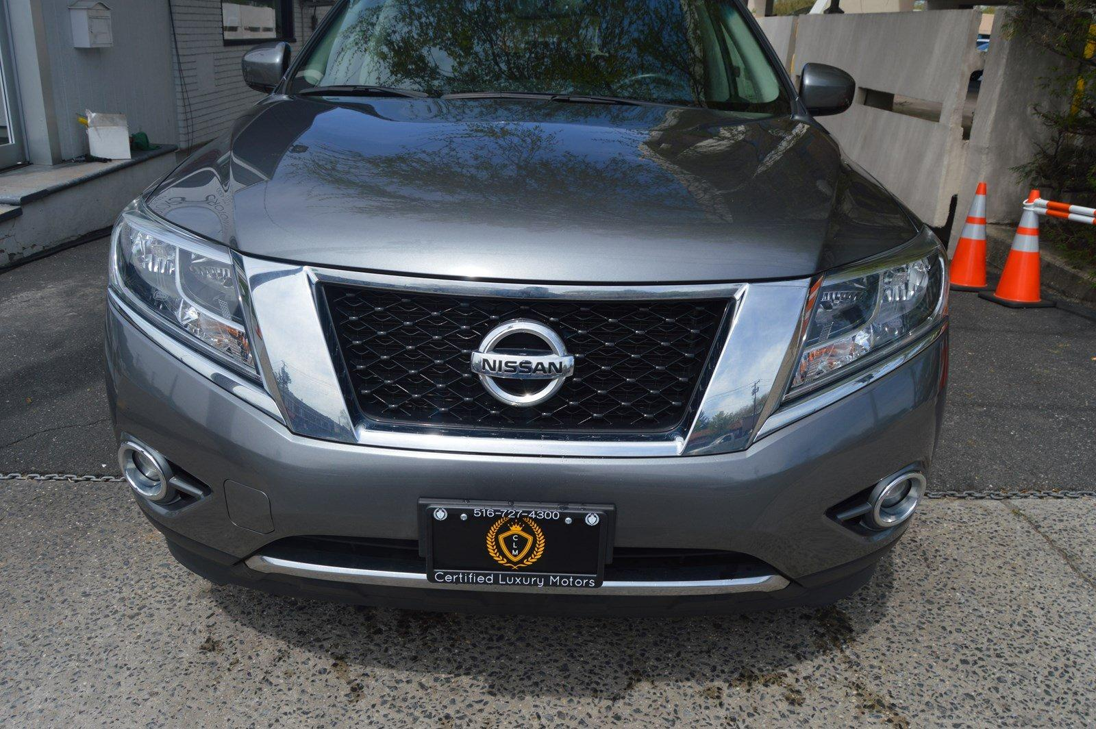 Used-2016-Nissan-Pathfinder-SV