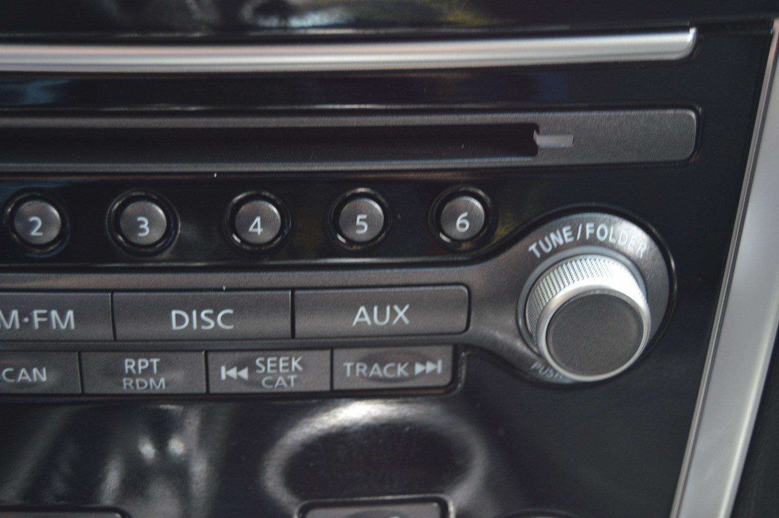 Used-2016-Nissan-Pathfinder-SV