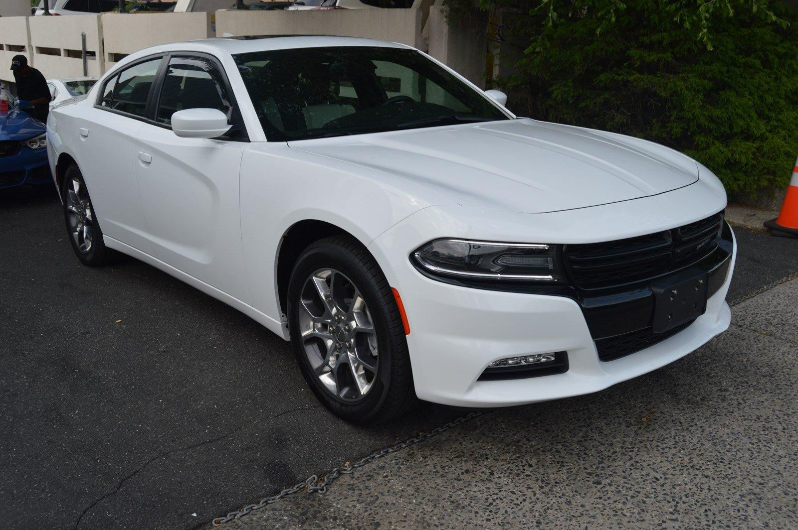 Used-2016-Dodge-Charger-SXT-AWD-(Navi,Sunroof/Leather)