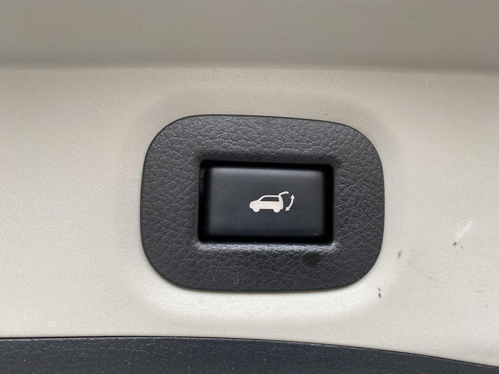 Used-2016-Nissan-Altima-25-SV-(Navi,Sunroof)