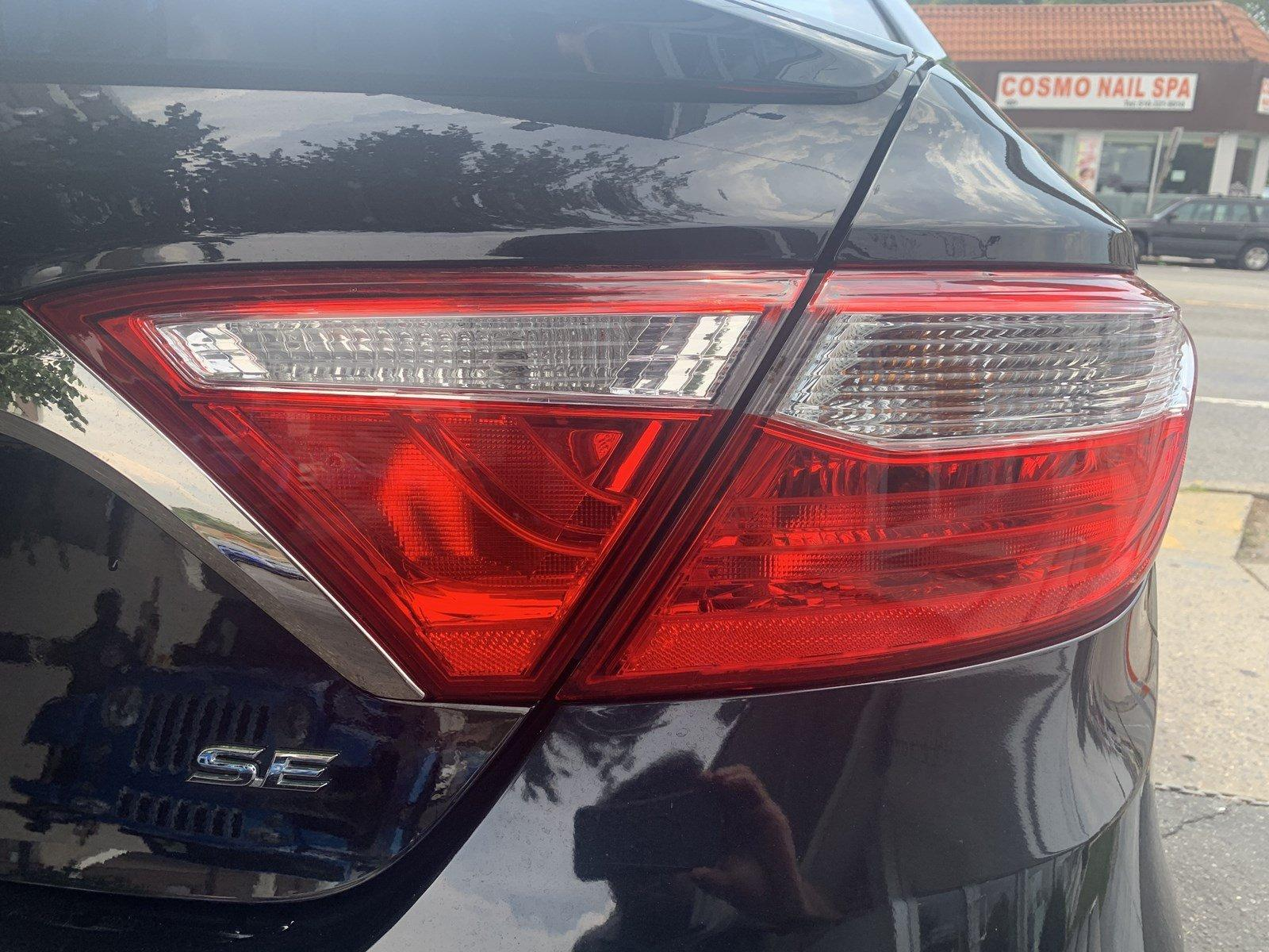 Used-2017-Toyota-Camry-SE-(Navi/Leather/Sunroof)