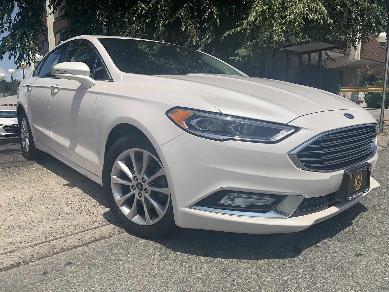 Used-2017-Ford-Fusion-SE-(Leather,Backup-Cam,Sunroof)