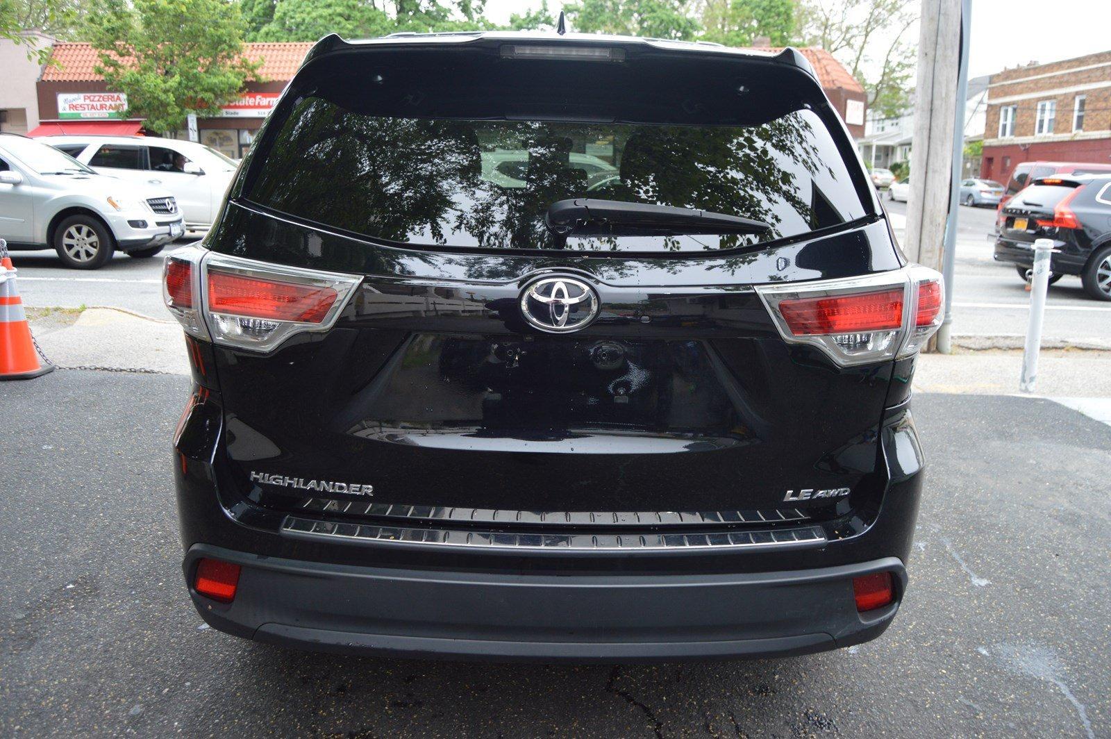 Used-2016-Toyota-Highlander