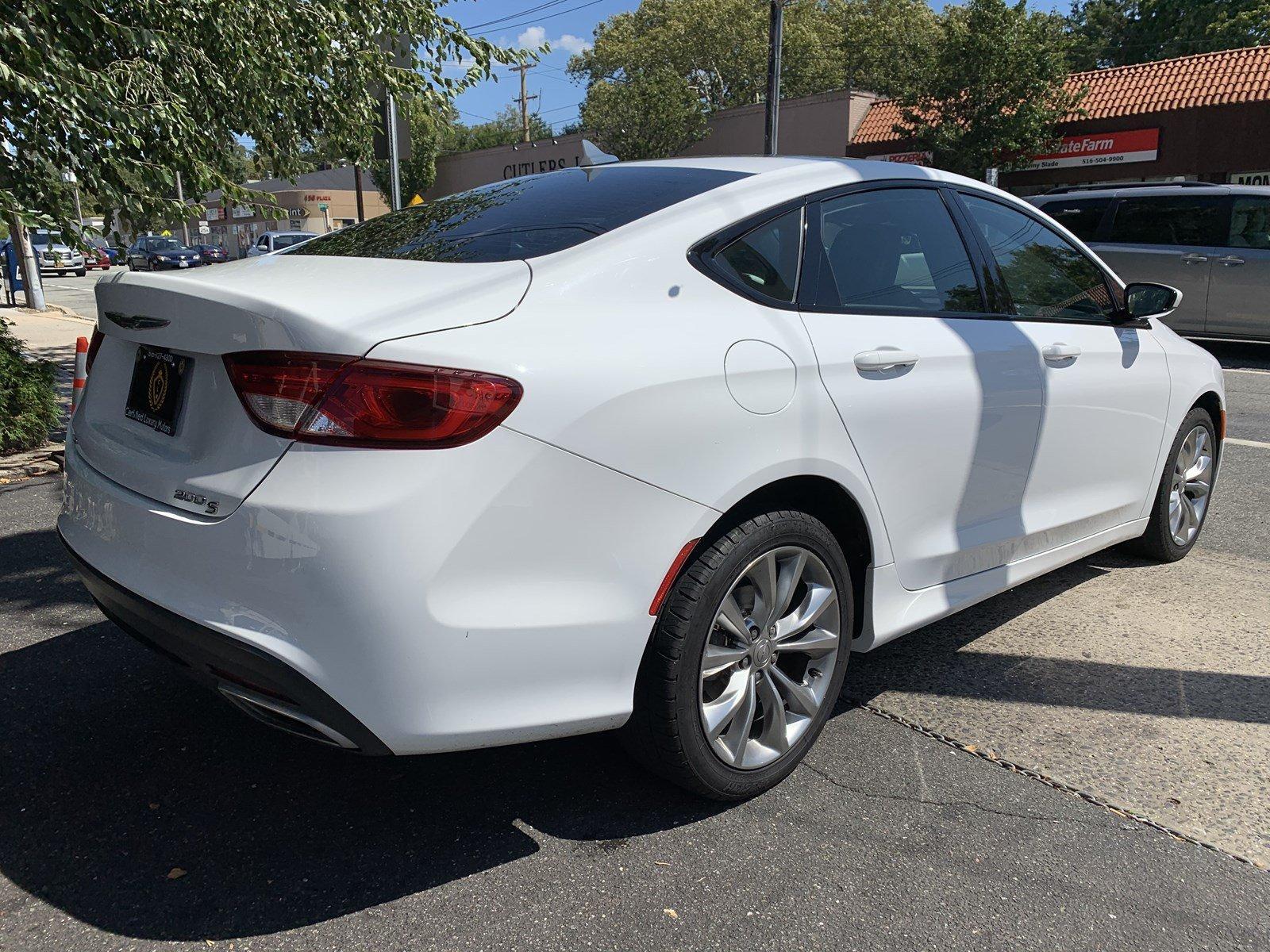 Used-2015-Chrysler-200-S-(Leather,Navi,Backup-Cam)