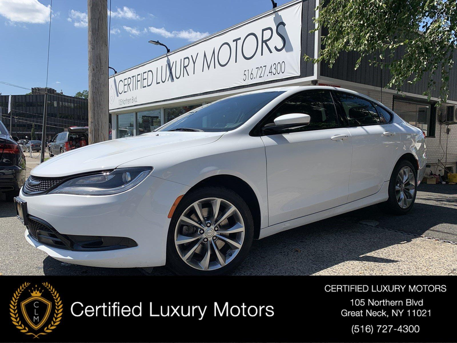 Used-2015-Chrysler-200-S-(Leather,Navi,Backup-Cam)
