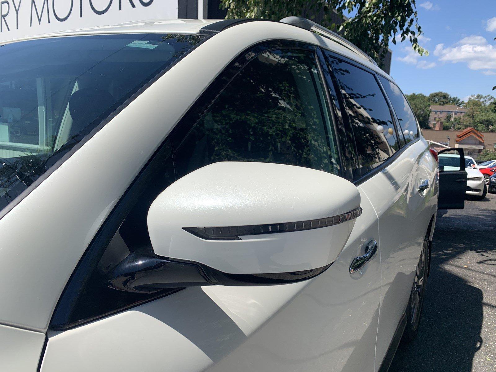 Used-2017-Nissan-Pathfinder-SV