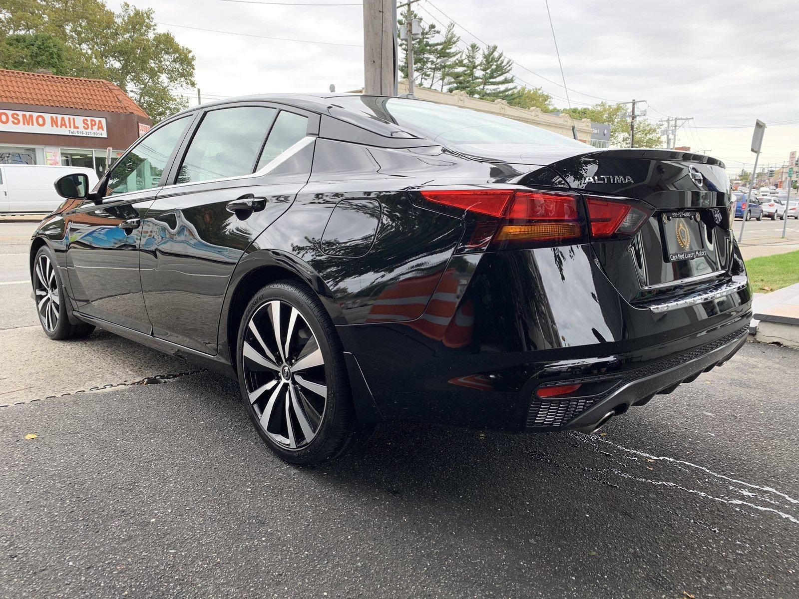 Used-2019-Nissan-Altima-25-SR