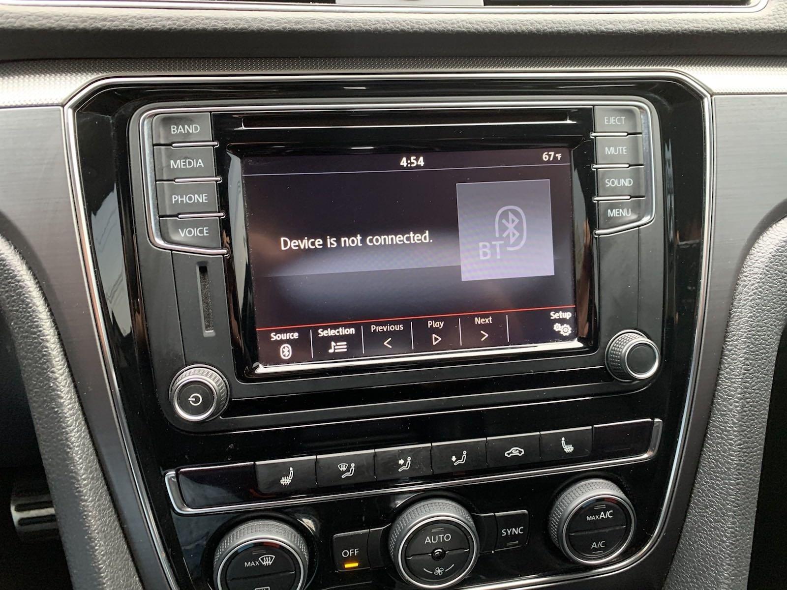 Used-2017-Volkswagen-Passat-R-Line-w/Comfort-Pkg