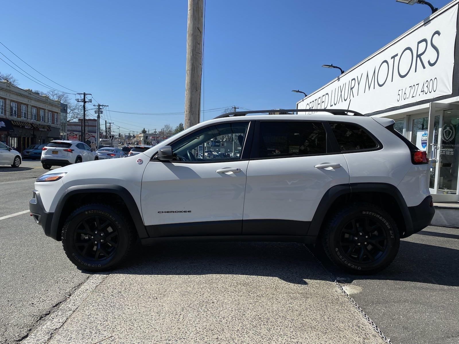 Used-2017-Jeep-Cherokee-Trailhawk