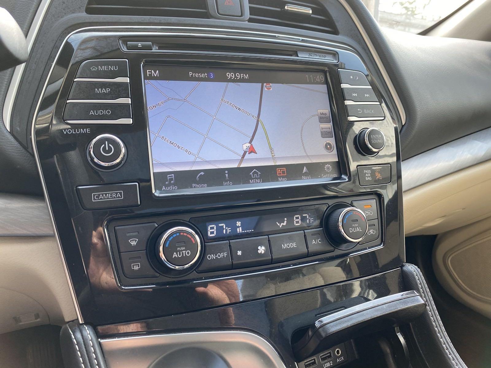 Used-2017-Nissan-Maxima-SL