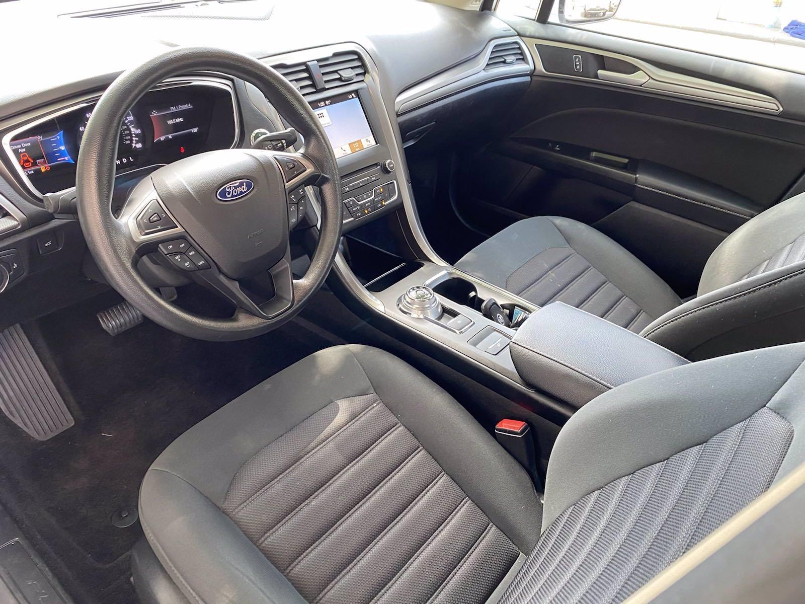 Used-2017-Ford-Fusion-SE