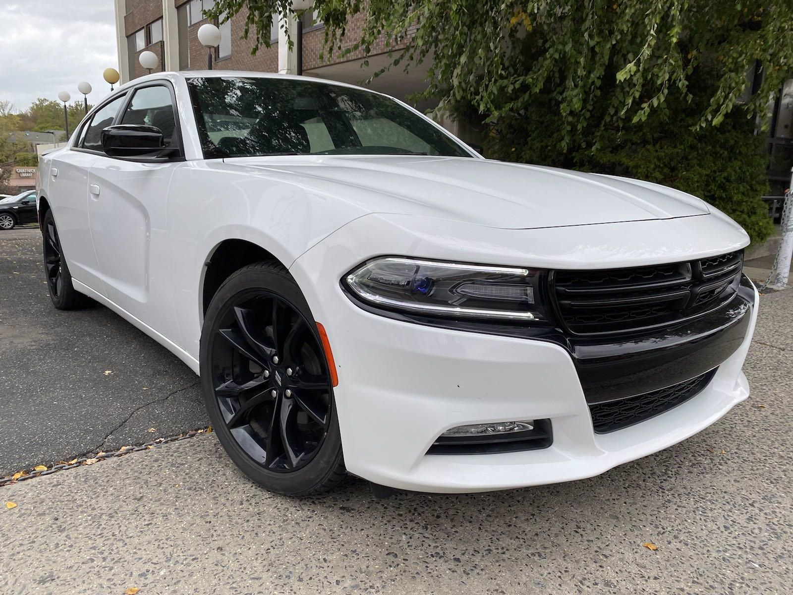 Used-2017-Dodge-Charger-SXT