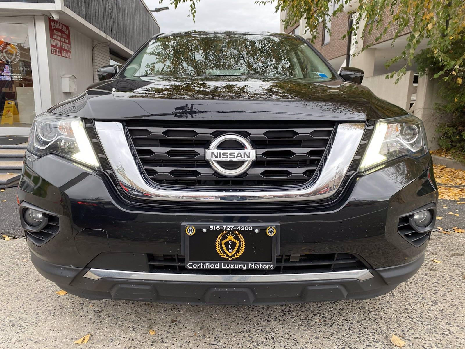 Used-2017-Nissan-Pathfinder-SV