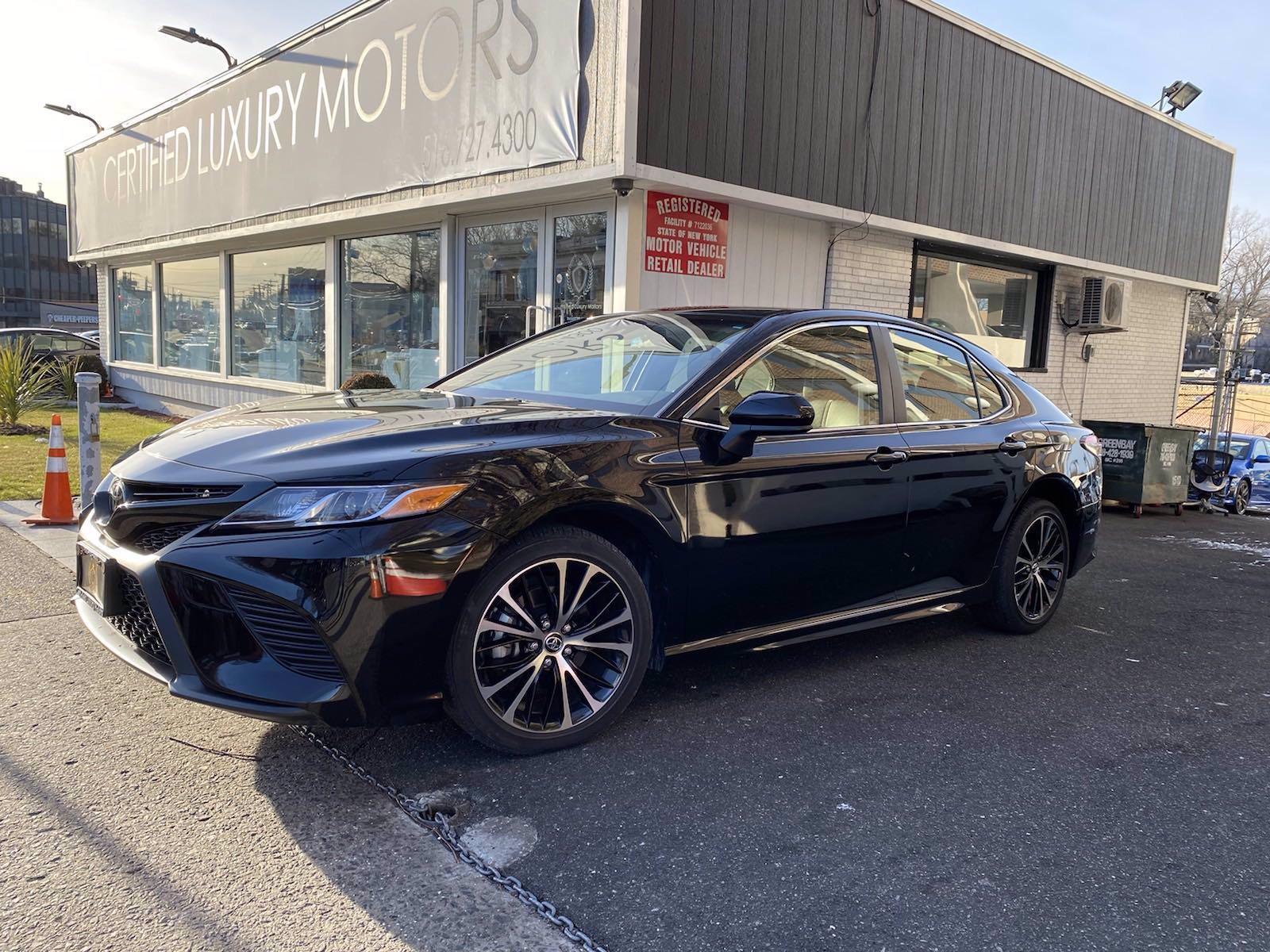 Used 2018 Toyota Camry SE | Great Neck, NY
