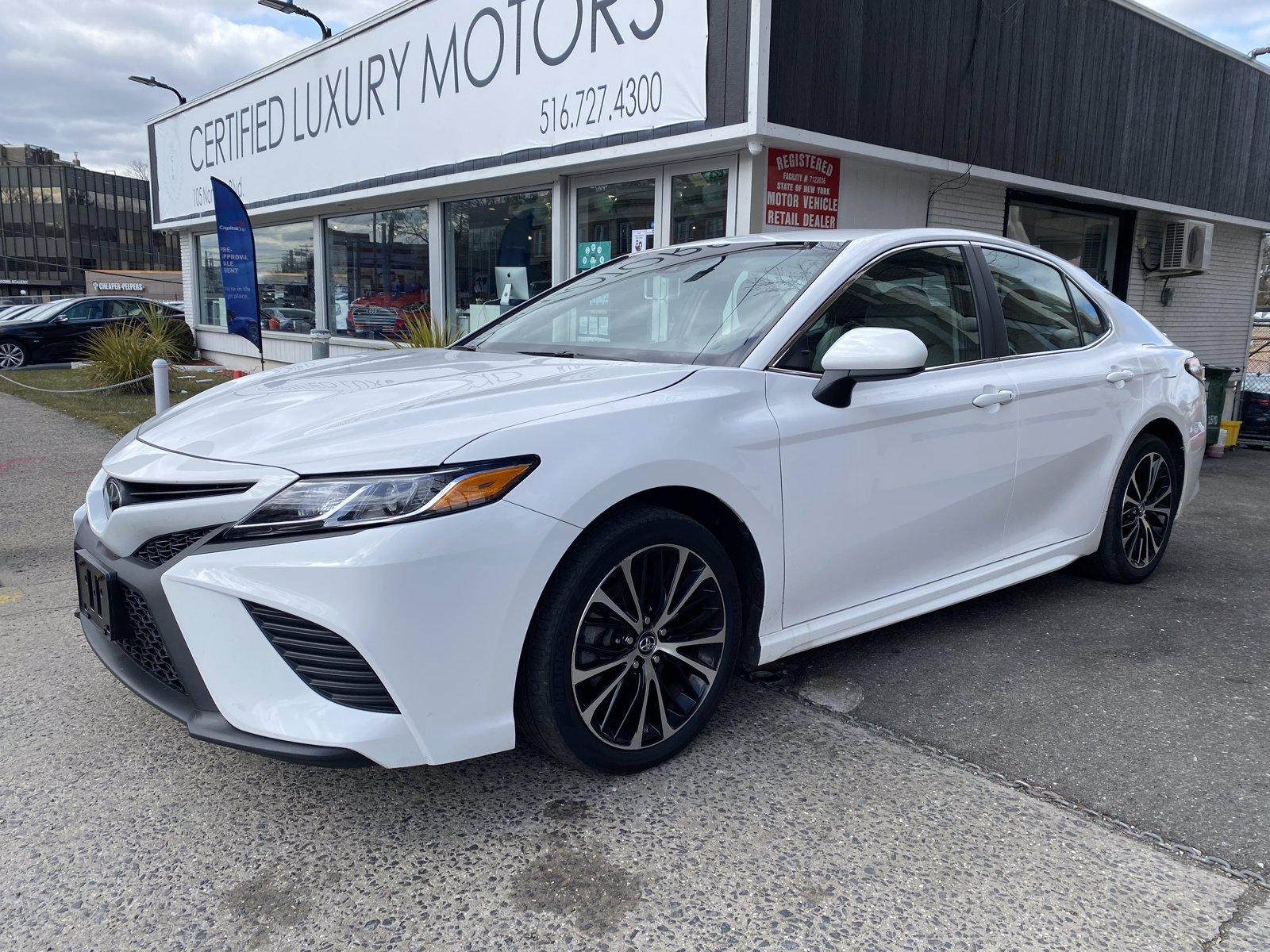 Used-2018-Toyota-Camry-SE