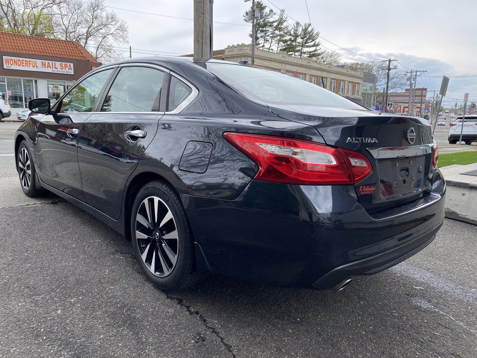 Used-2017-Nissan-Altima-25-SV