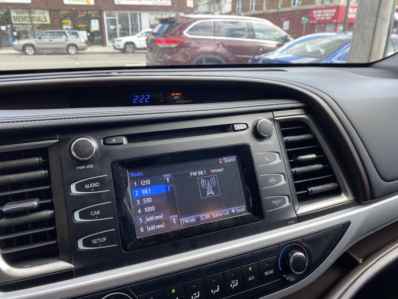 Used-2018-Toyota-Highlander-LE