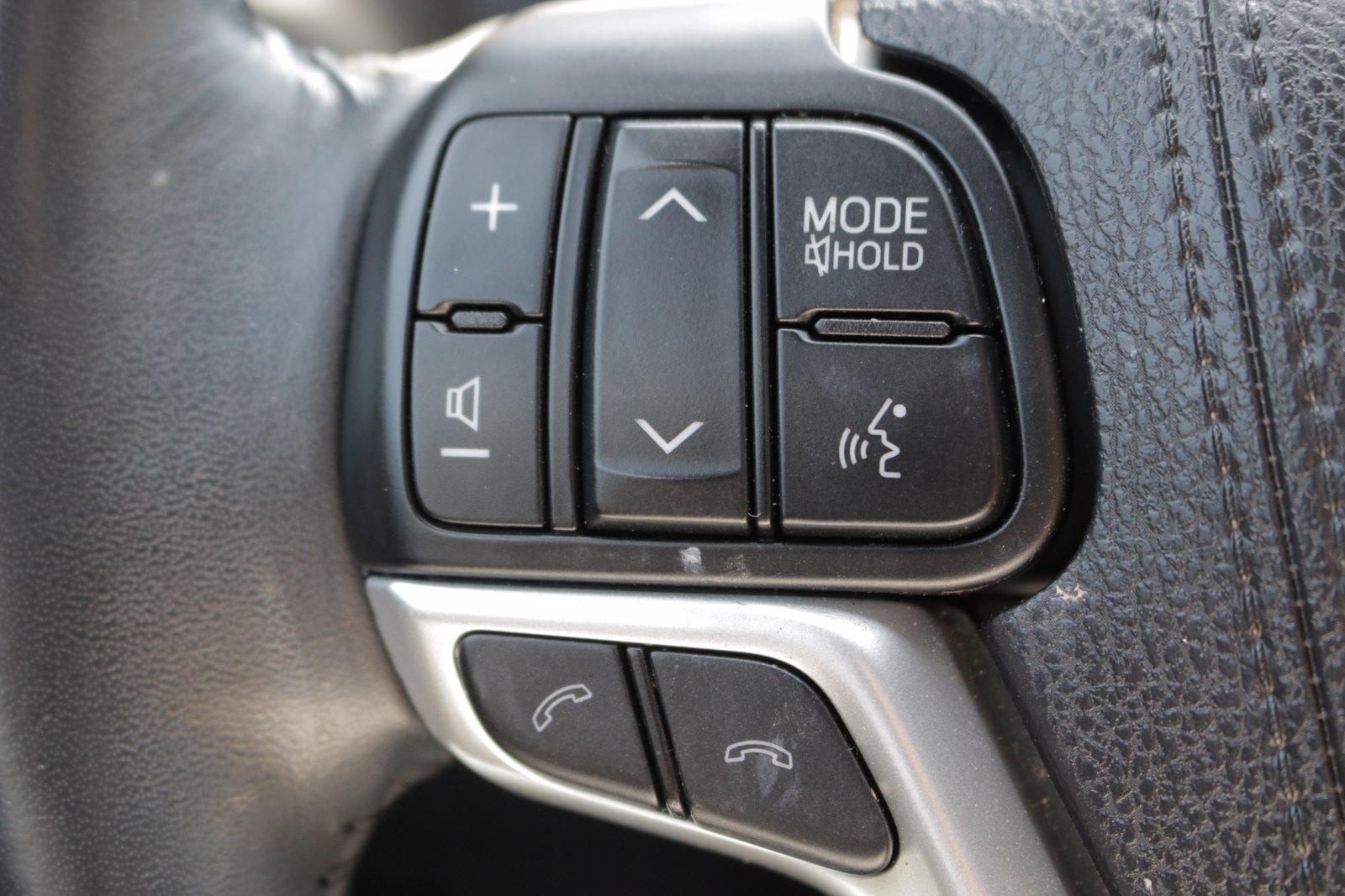 Used-2018-Toyota-Highlander-SE