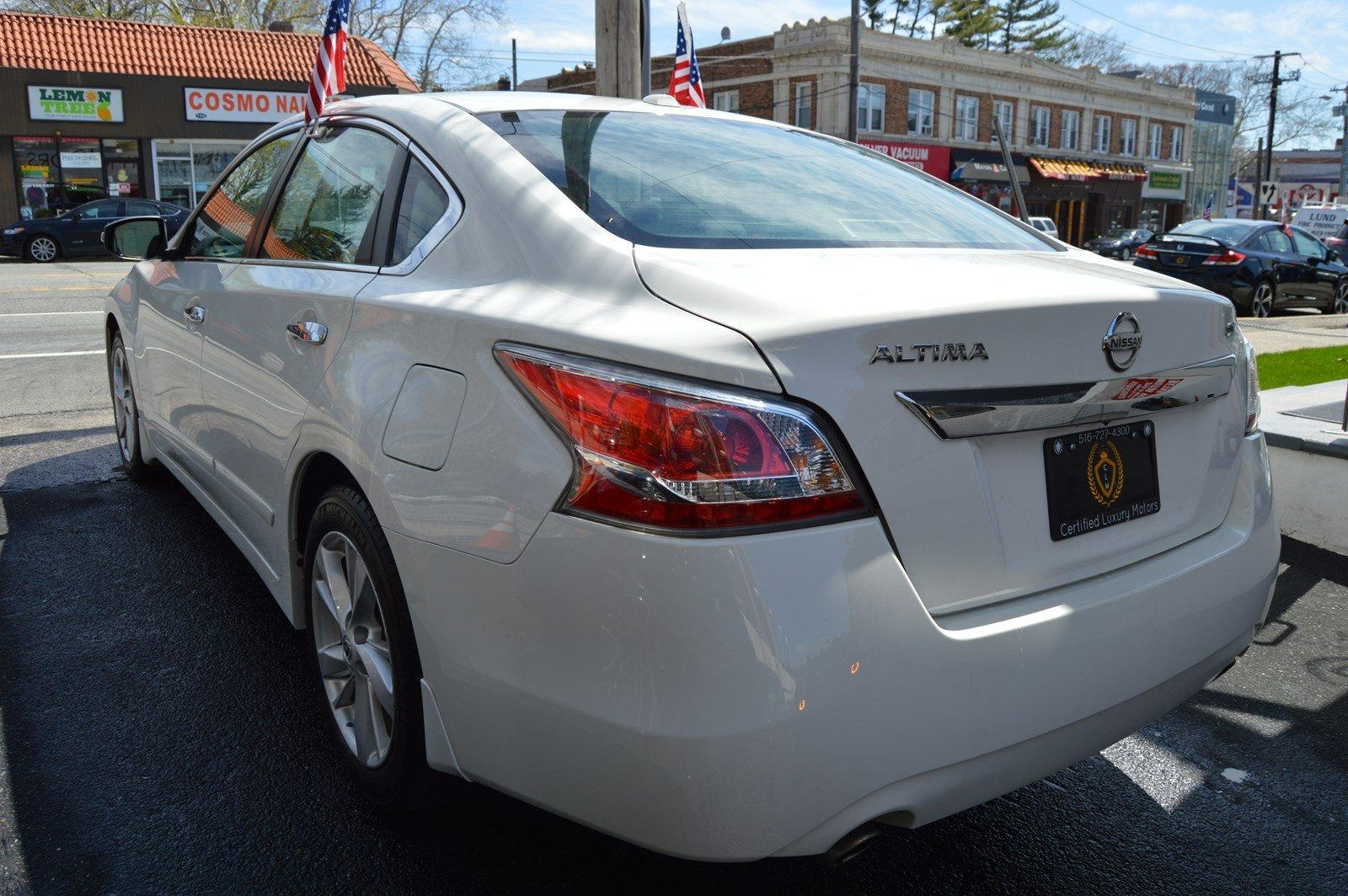 Used-2015-Nissan-Altima-25-SV